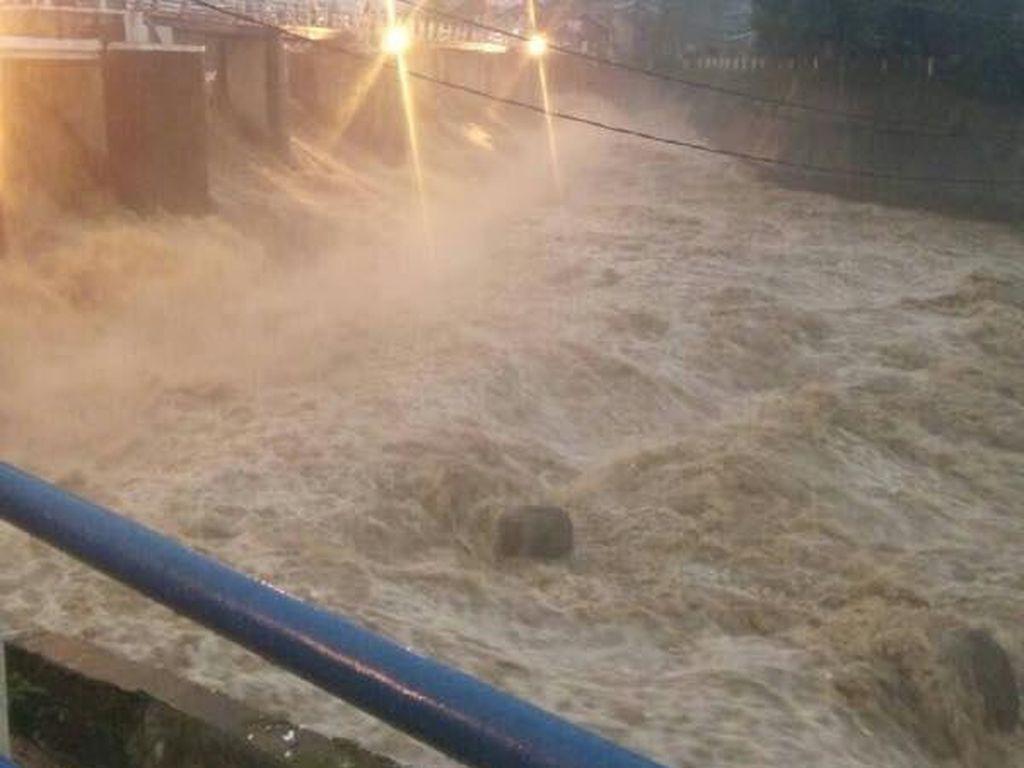 Katulampa Siaga 2, Warga di Bantaran Ciliwung Diimbau Waspada Banjir
