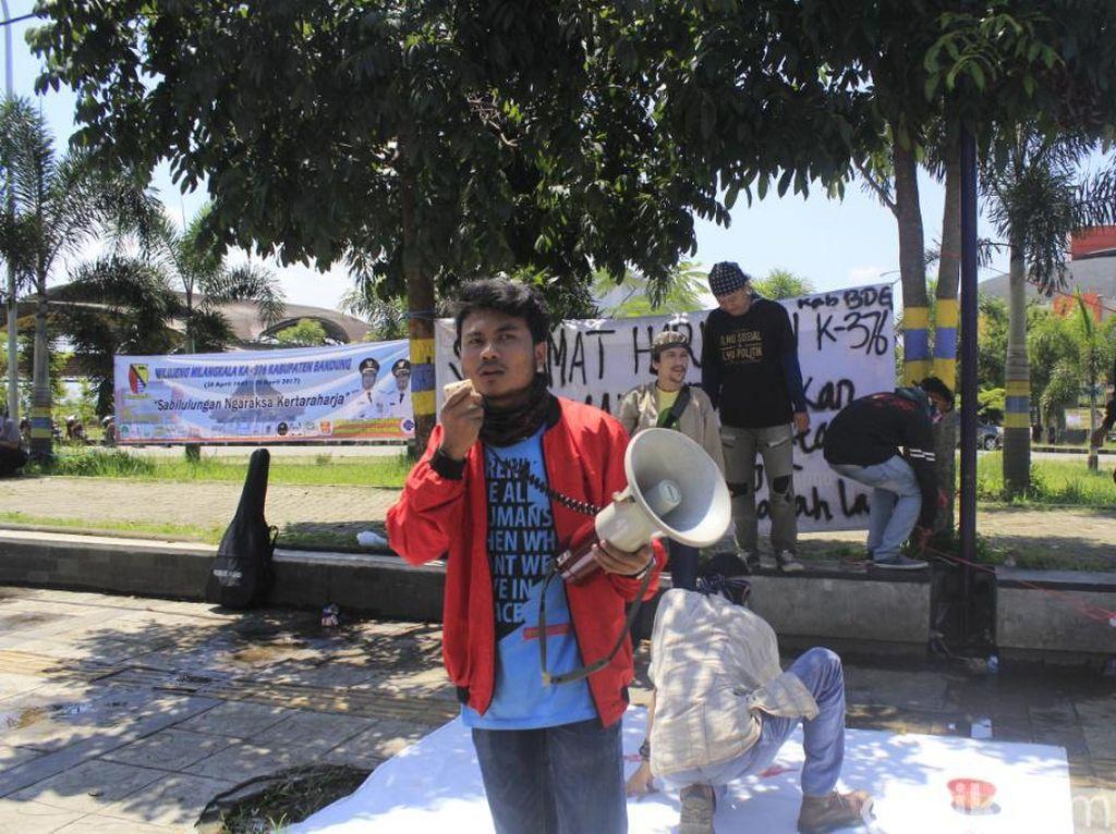 HUT Kabupaten Bandung, Demonstran Soroti Kemiskinan dan Banjir