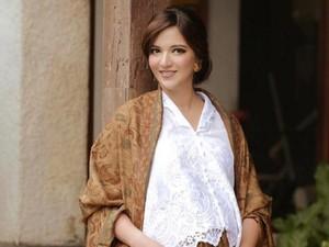 Ucapkan Selamat Puasa, Nia Ramadhani Dipuji Cantik Tanpa Makeup