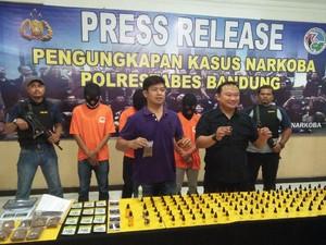 Polisi Bongkar Peredaran <i>Liquid</i> Ganja Sintetis di Bandung