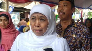 Mensos Teteskan Air Mata Saat Pimpin Doa di Makam R.A Kartini