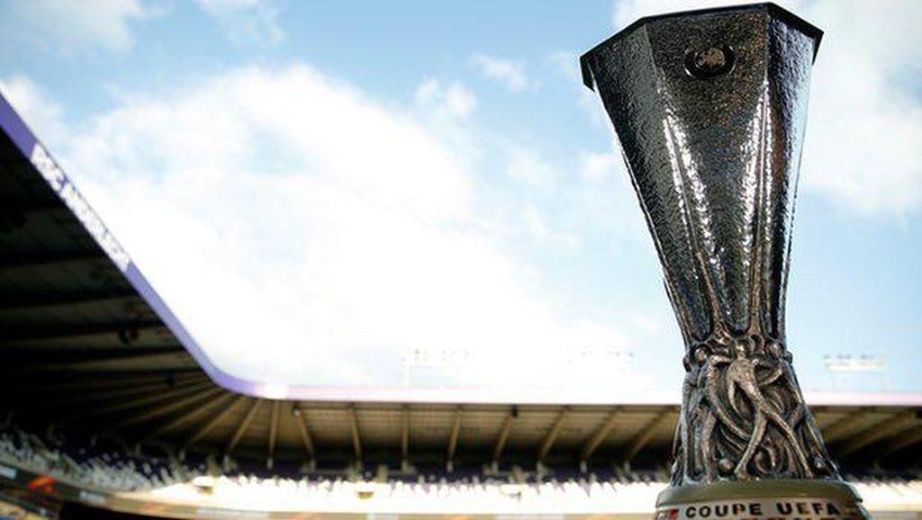 Ajax vs MU: Demi Trofi, Juga Tiket Liga Champions