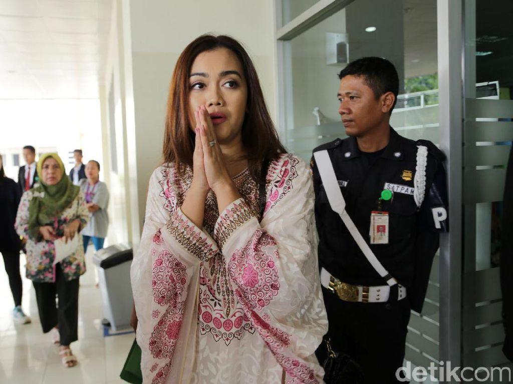 Nia Anggia Bantah Ibunda ke Pengadilan Urus Berkas Cerai Jupe