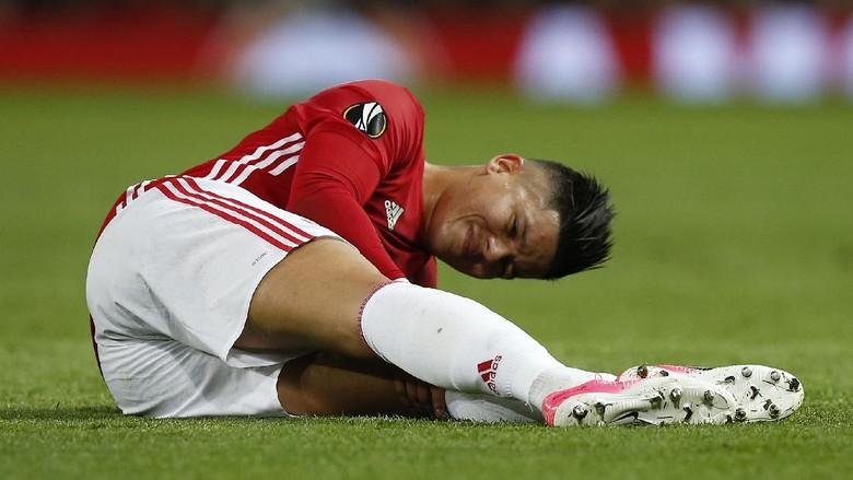 Rojo Cedera, Ini Harapan Mourinho untuk Smalling dan Jones
