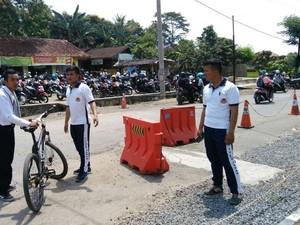 Daftar Polisi, Rizwan Bersepeda Tempuh 4 Jam ke Polres Bandung
