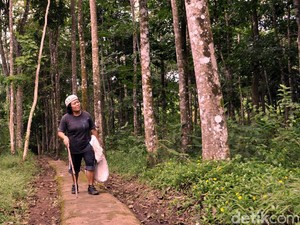 Tini Kasmawati, Pawang Owa Jawa di Cimaranginan Sukabumi