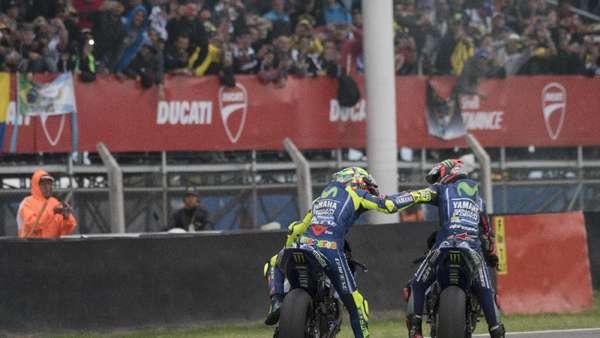 Motornya Bersenggolan, Ini Komentar Rossi dan Vinales