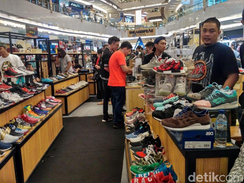 Borong Sepatu Murah Meriah di Sneakerpeak!