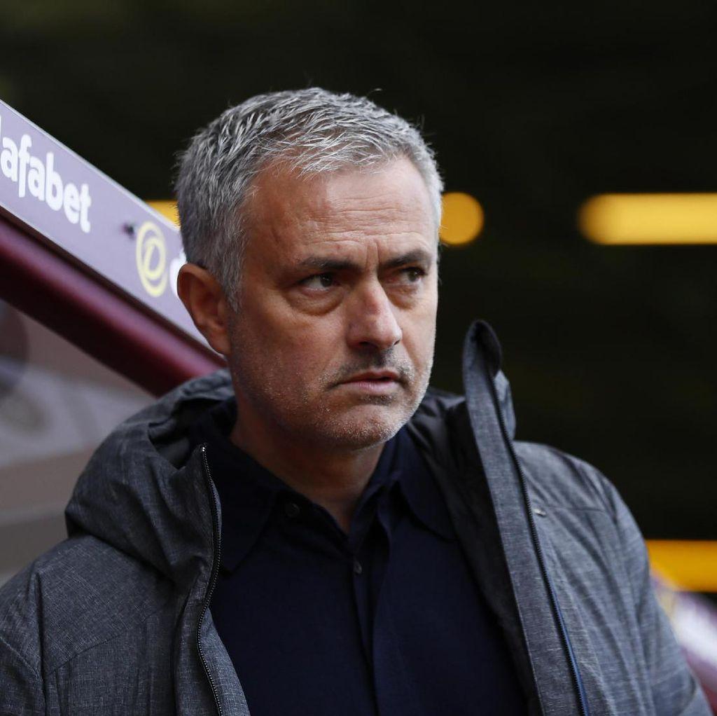 Mourinho Prioritaskan Liga Europa ketimbang Derby Manchester