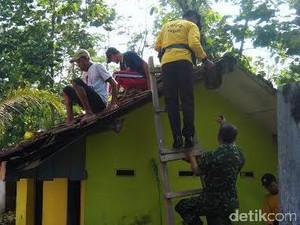 Gedung SD Wonorejo 2 Tertimpa Pohon, TNI dan Polri Gotong Royong