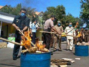 Aneka Narkoba dan Miras yang Beredar di Cirebon Dimusnahkan