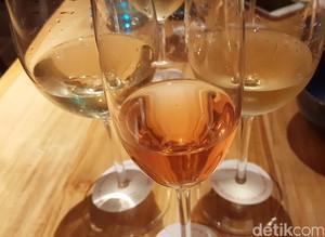 Ketika Nicolas Feuillate Champagne Dijodohkan dengan Sajian Bebek Oriental