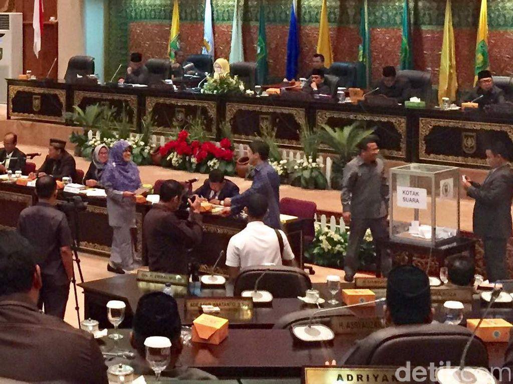 Pemilihan Wagub Riau, Anggota Dewan Menolak Direkam CCTV