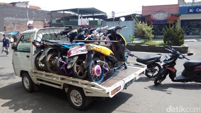 Razia Motor Knalpot Bising di Garut Foto: Hakim Ghani