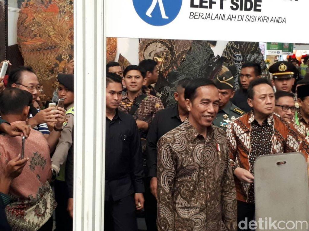 Keliling Pameran Inacraft, Jokowi Jadi Sasaran Selfie