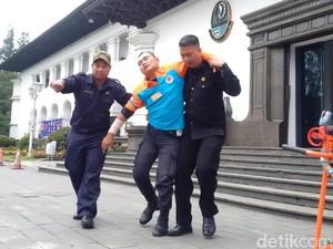 Simulasi Gempa, Gedung Sate Terbakar dan Pegawai Selamatkan Diri