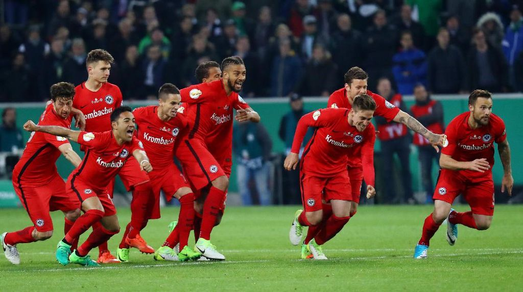 Kalahkan Gladbach lewat Adu Penalti, Eintracht Frankfurt Lolos ke Final