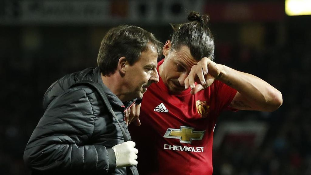 Mourinho Enggan Bahas Kontrak Ibrahimovic