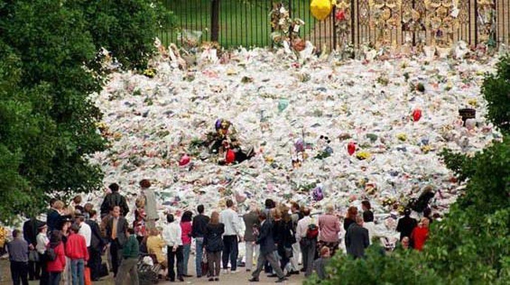 Momen-momen Banjir Karangan Bunga di Belahan Dunia