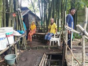 Kebesaran Hati Kakek-Nenek Penghuni Gubuk Reyot di Kebun Bambu