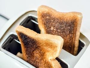 Roti Panggang Gosong? Jangan Langsung Dibuang, Lakukan Saja 5 Langkah Ini