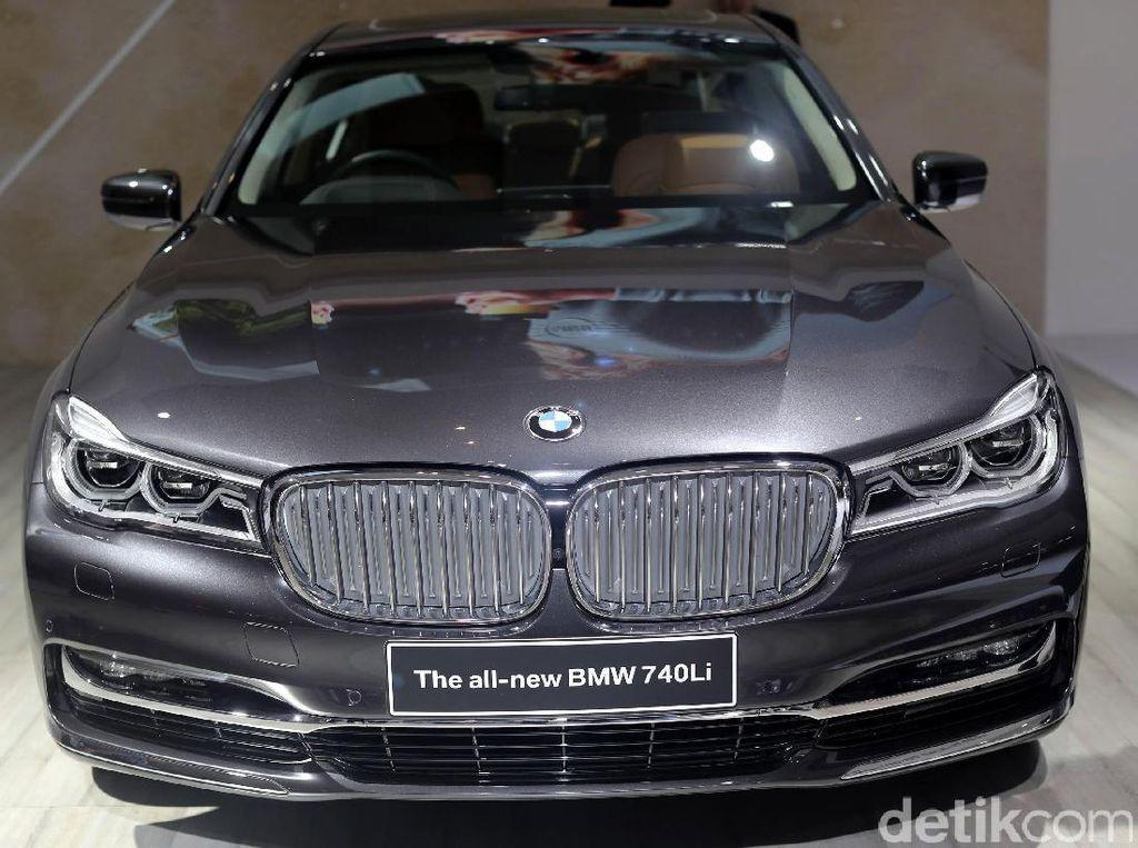 Mobil BMW Bisa Parkir Sendiri