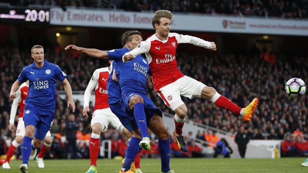 Gol Bunuh Diri Robert Huth Menangkan Arsenal atas Leicester