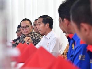 Ketika Jokowi Makan Siang Bareng Pimpinan Buruh
