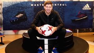 Gerrard Akan Latih Liverpool U-18