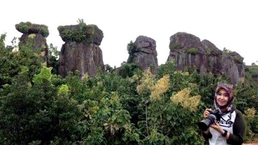 Entah siapa yang menyusun batu tersebut, apakah alami ataukah buatan. Traveler yang berkunjung ke sini, bisa lho foto-foto dengan latar belakang Betoh Soon (Narulita/detikTravel)