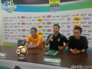 Tampil di Bandung, Sriwijaya FC Demam Panggung