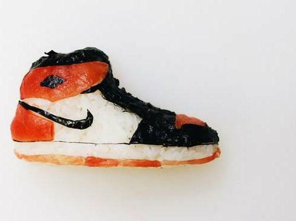 Oishii! Uniknya Sushi Bentuk Sneakers Nike hingga Vans