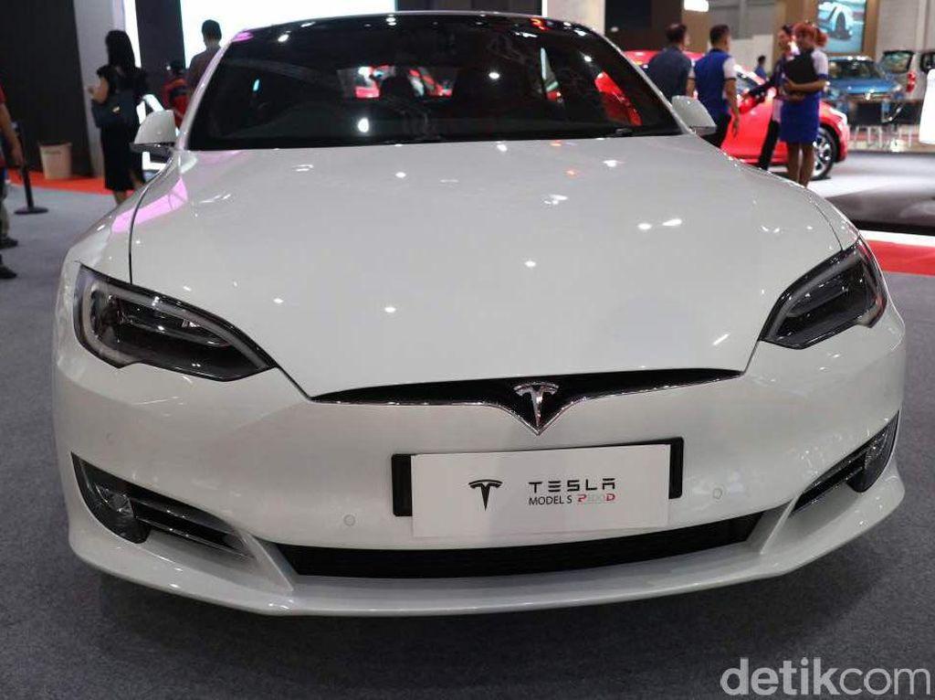 Taksi Robot Tesla Siap Tahun 2020