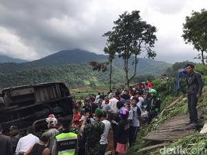 Tidur Siang di Warung, Cucu Mak Icih Jadi Korban Bus Maut Puncak