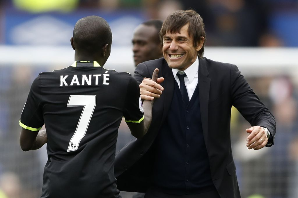 Britain Football Soccer - Everton v Chelsea - Premier League - Goodison Park - 30/4/17 Chelsea manager Antonio Conte celebrates after the match with N'Golo Kante Action Images via Reuters / Carl Recine Livepic EDITORIAL USE ONLY. No use with unauthorized audio, video, data, fixture lists, club/league logos or