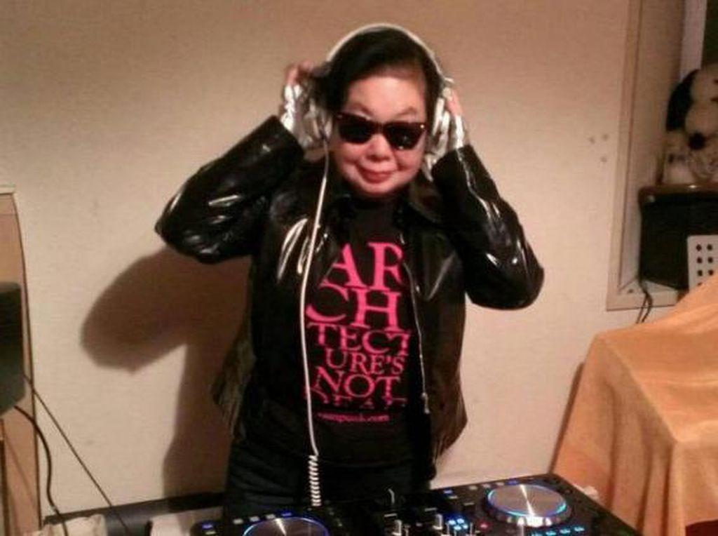 Sudah Usia 82 Tahun, Wanita Ini Jadi DJ Top di Klub Ternama Jepang