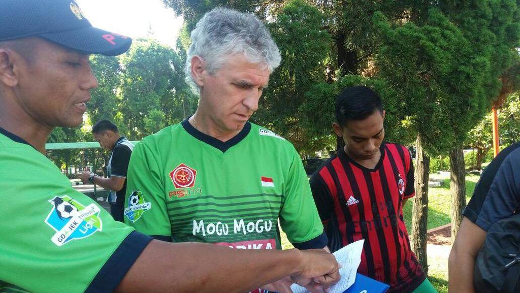 Empat Pemain Absen, Pelatih PS TNI Tetap Optimistis Hadapi Persela