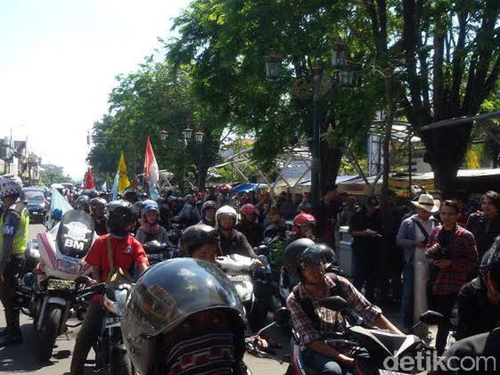 Ribuan Buruh Yogya Peringati May Day dengan Bermotor di Malioboro