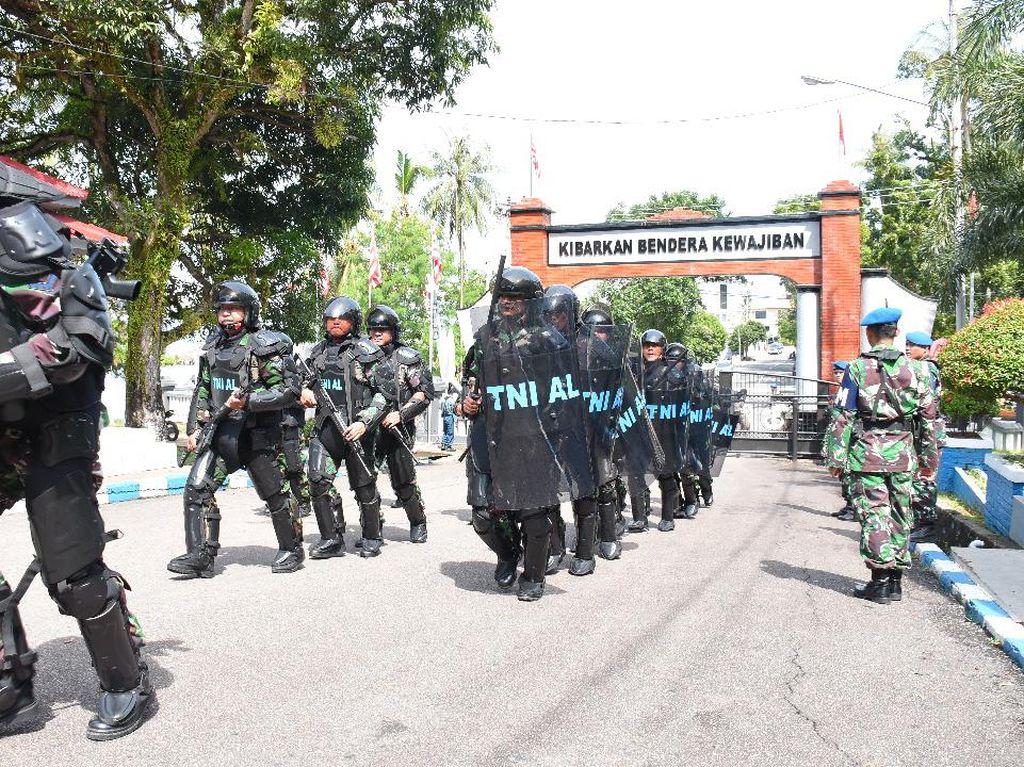 Pasukan Pengendali Huru-hara TNI AL Ikut Siaga di Aksi May Day