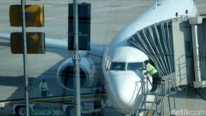 Tiket pesawat turun harga mulai hari ini. Hal tersebut merupakan dampak dari stimulus penerbangan sebesar IDR 215 miliar yang dikucurkan oleh pemerintah.