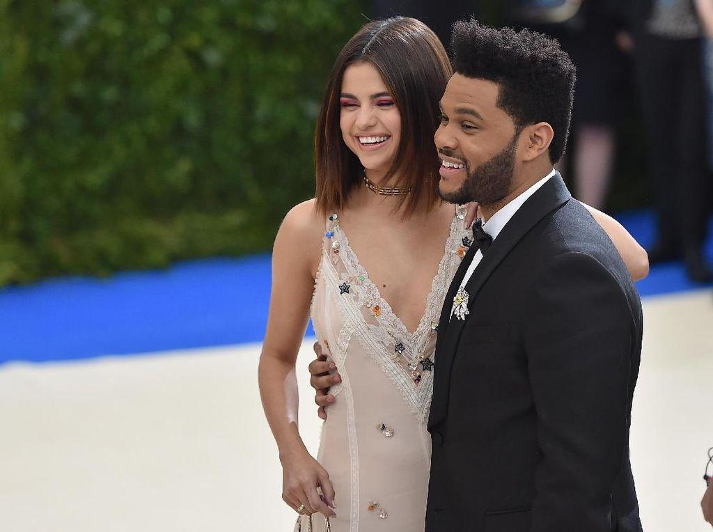 Selena Gomez Kembali Dekat Justin Bieber, The Weeknd Cemburu?