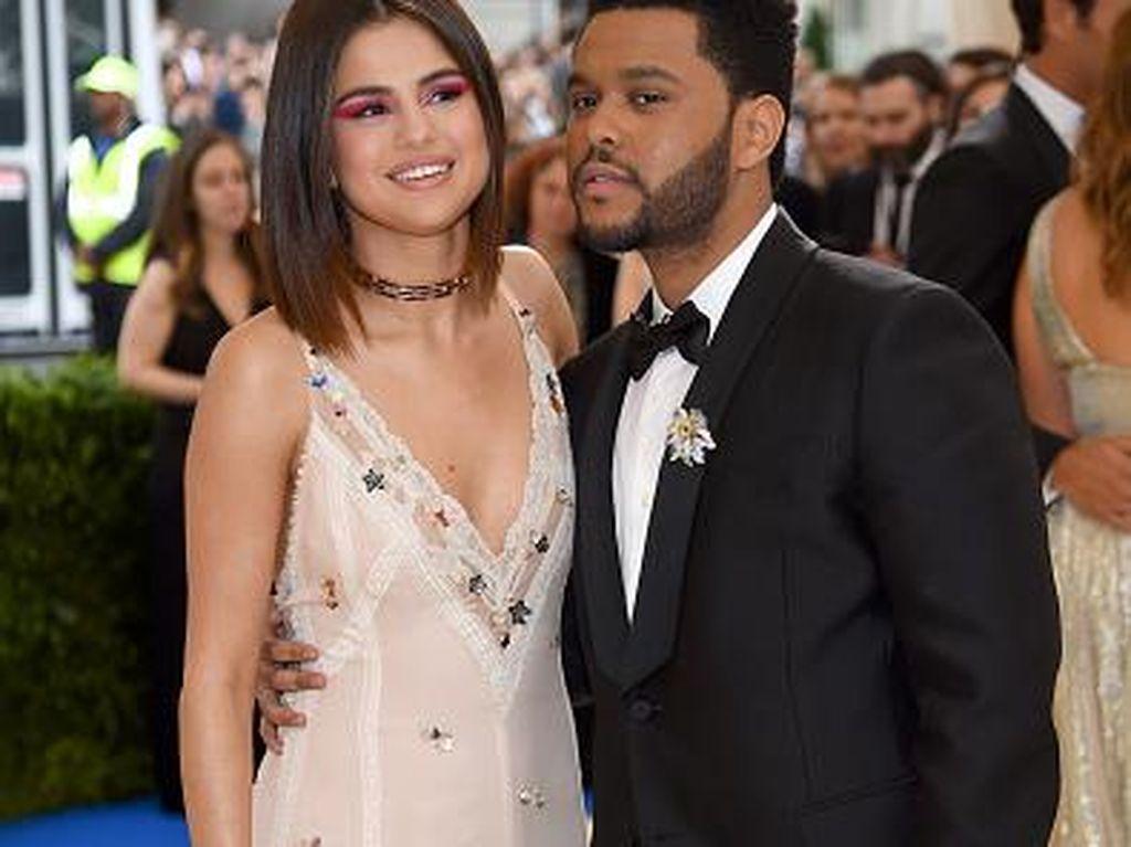 Putus, The Weeknd Unfollow Media Sosial Teman dan Keluarga Selena Gomez