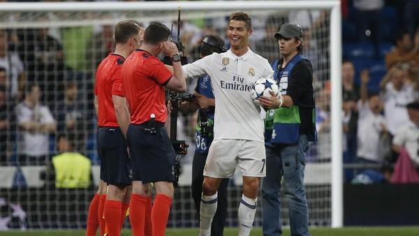 Ronaldo ke Wasit: Apakah Gol Pertamaku <i>Offside</i>?