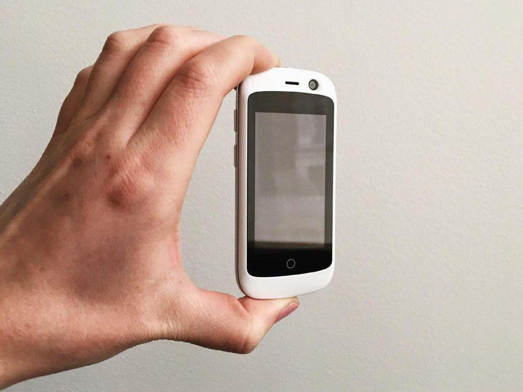 Kenalkan Jelly, Ponsel Mungil 2,45 Inch Dual Camera