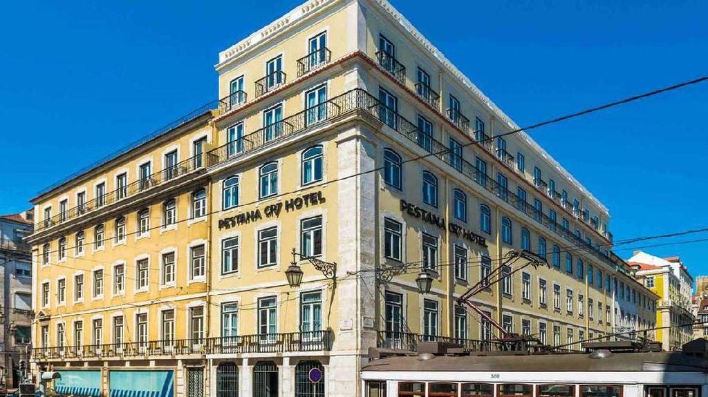Hotel Ronaldo, Namanya Sudah Bikin Turis Foto-foto