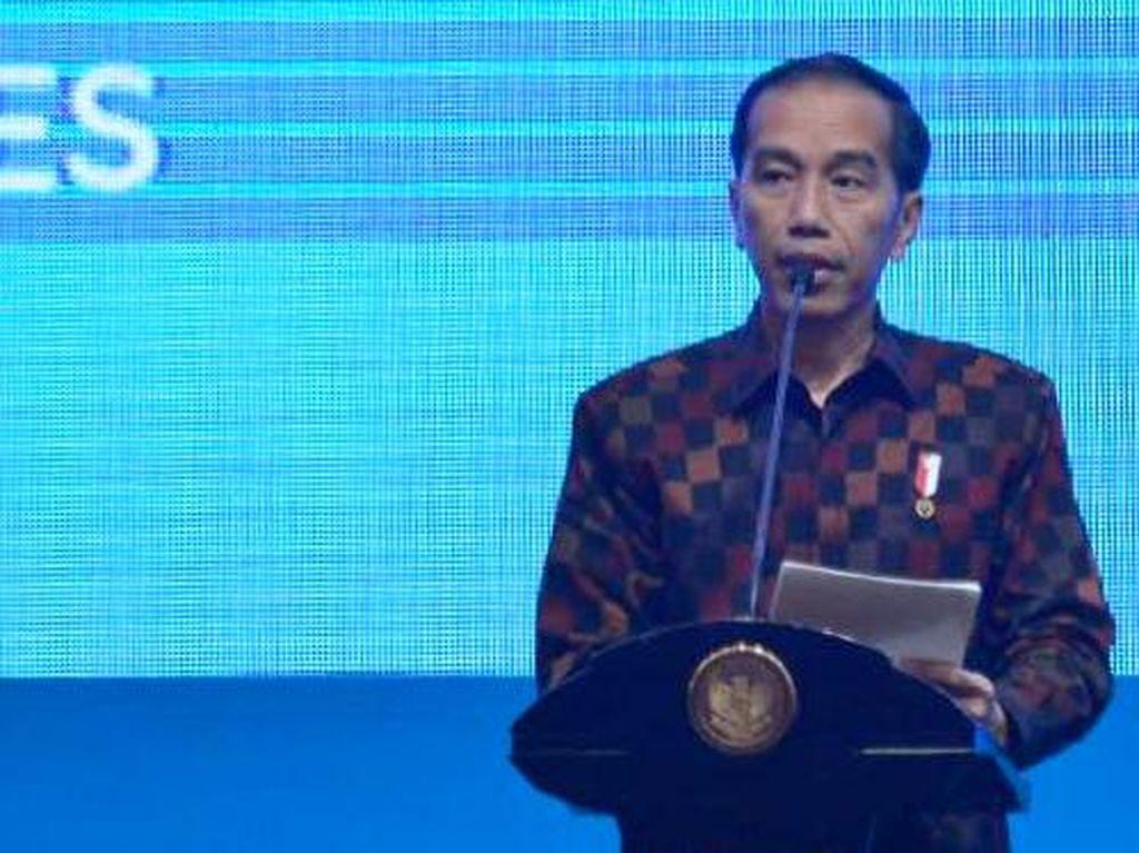 Jokowi Sebut Harga-harga Turun 25% di Timur RI Berkat Tol Laut