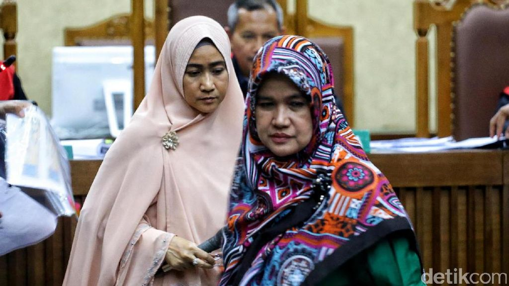 Dua Artis Ini Bersaksi di Sidang Siti Fadilah
