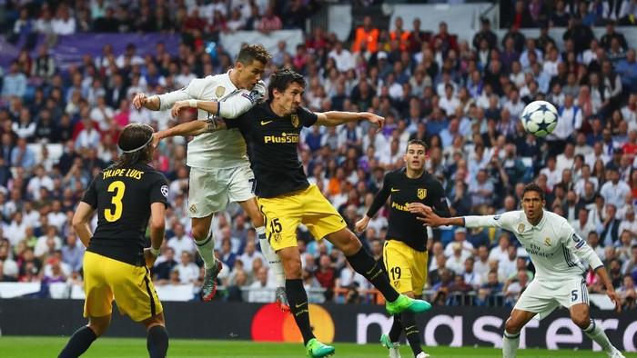 Real Madrid vs Atletico Madrid di leg pertama lalu (Foto: Clive Rose/Getty Images)