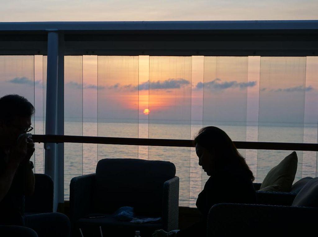 Pesona Temaram Senja Berbagai Negara dari Kapal Pesiar