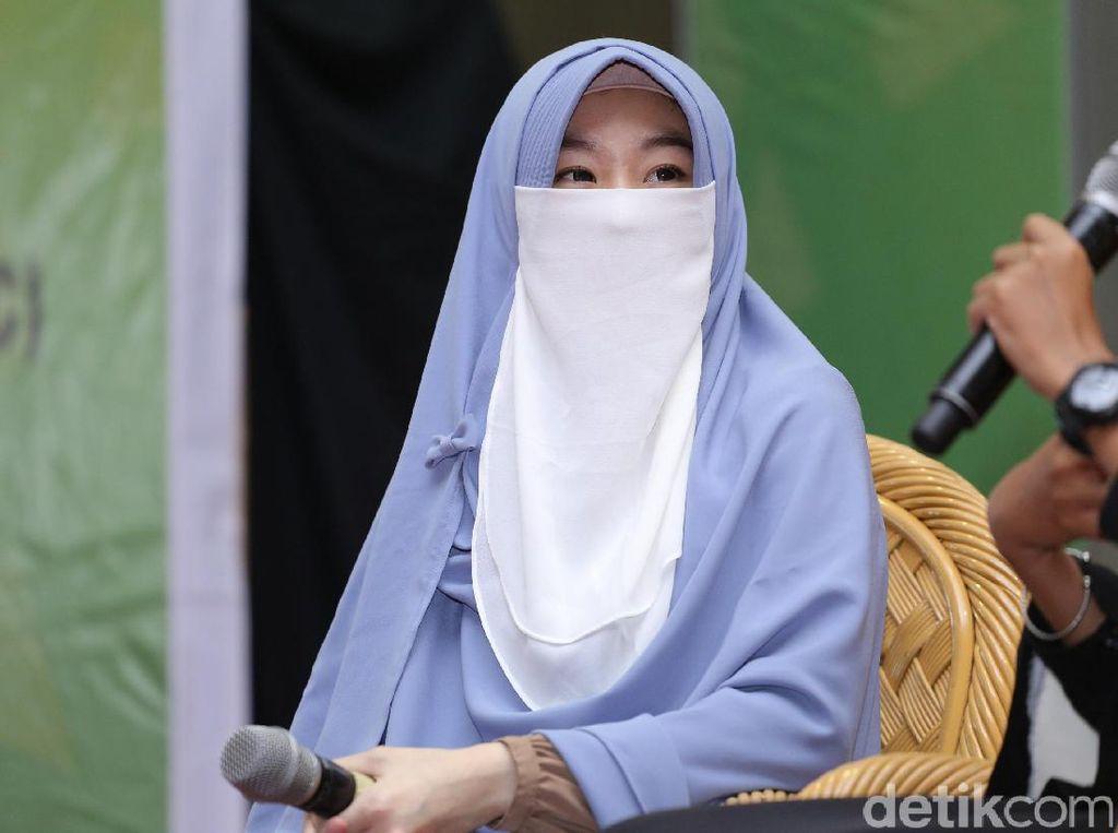 Cerita Hidup Larissa Chou di Keluarga Beda Ras dan Agama